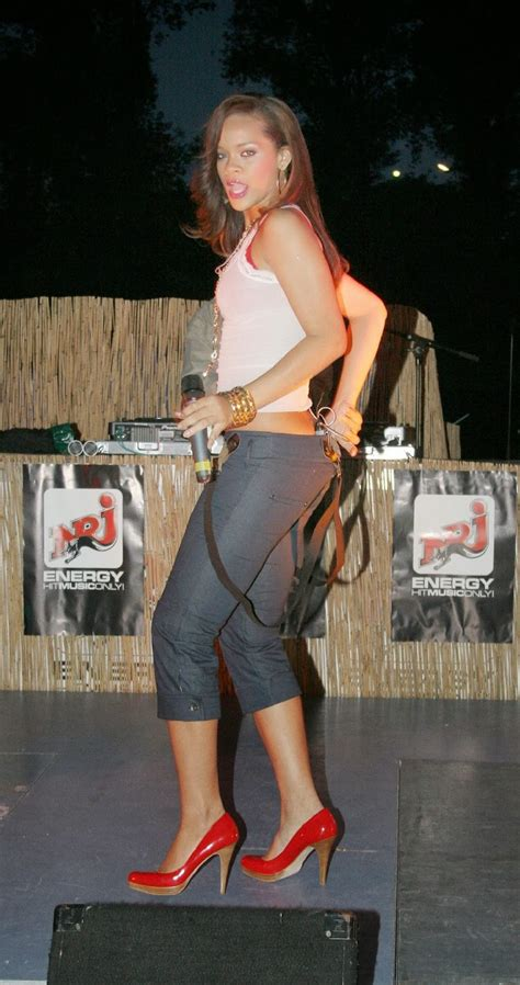 Live on Stage: Rihanna - Performing in Berlin (2006-05-16)